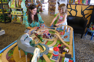 Photo By Marty Cheek Anna Gorski And Her 4 Year Old Daughter Noelle Thinker Toys Brings Clic Fun To S Boys Morgan Good Gift For