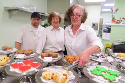 josephine    s serves up delectable desserts  delicious sandwiches    photo by marty cheek from left  kitchen manager frank halter  baker jackie ford and